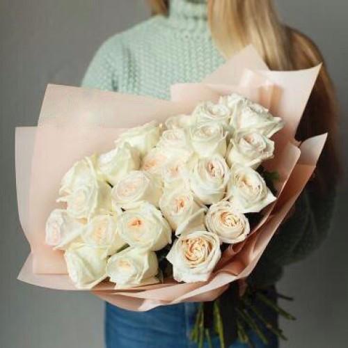 Купить на заказ Букет из 31 белой розы с доставкой в Шахтинске