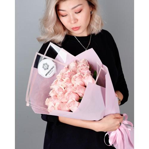 Купить на заказ Букет из 25 розовых роз с доставкой в Шахтинске