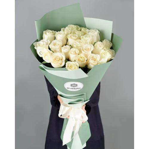 Купить на заказ Букет из 25 белых роз с доставкой в Шахтинске