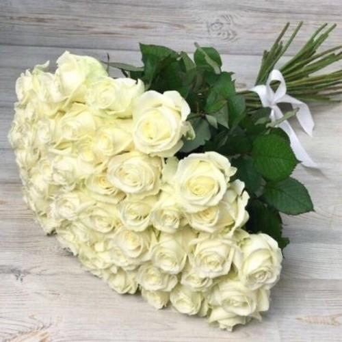 Купить на заказ Букет из 51 белой розы с доставкой в Шахтинске