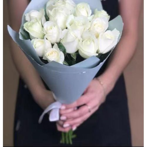 Купить на заказ 15 белых роз с доставкой в Шахтинске